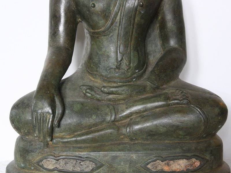 Antique Thai Buddha statue ABA66M2