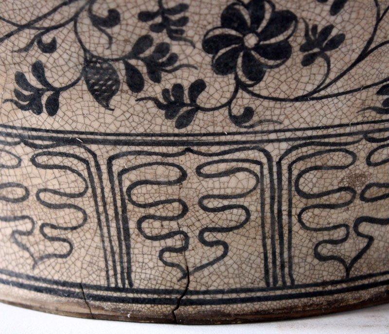 Antique Decorated Lanna Vase EUO46M5