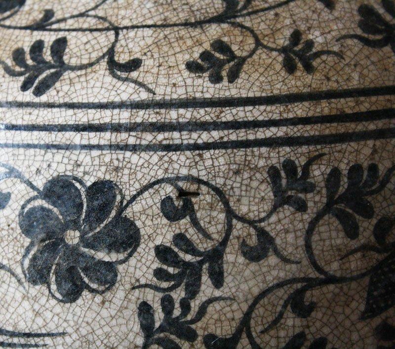 Antique Decorated Lanna Vase EUO46M6