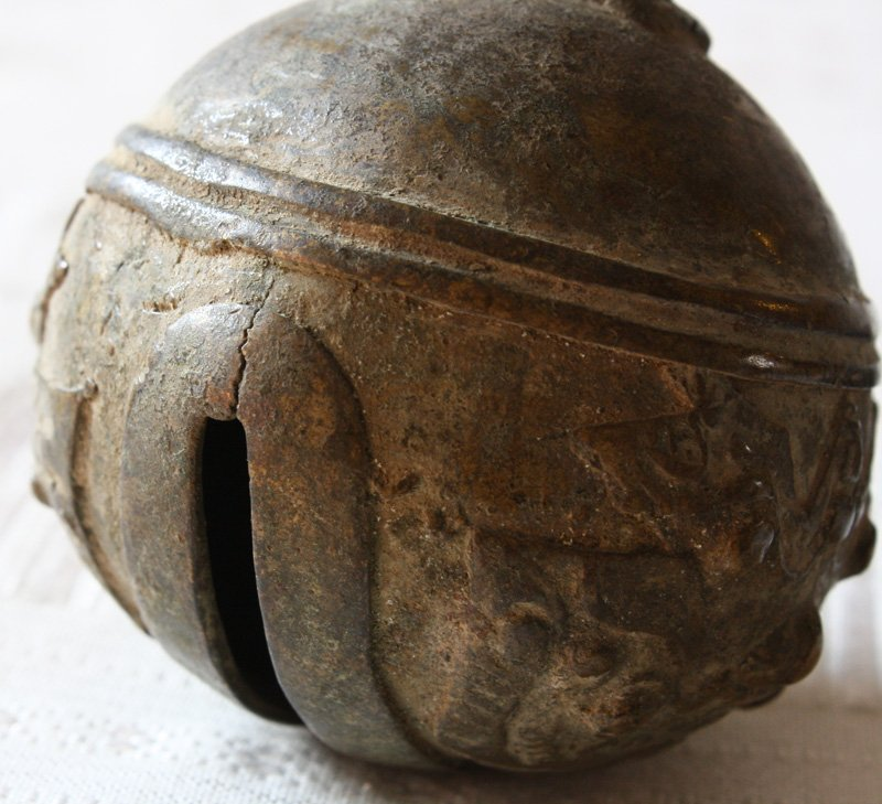 Antique bronze elephant bell from Yunnan EBB67M4