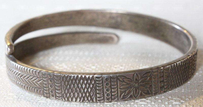 Antique Hmong hill tribe silver bracelet ETJ116M