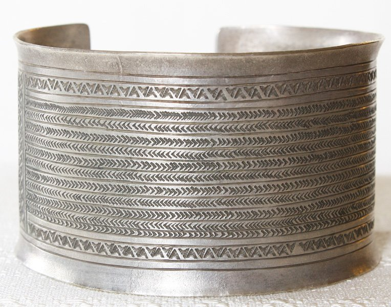 Antique Hmong silver bracelet from Luang Prabang, Laos ETJ154M