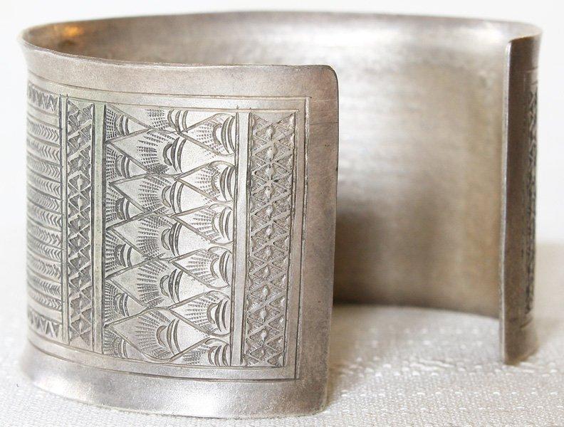 Antique Hmong silver bracelet from Luang Prabang, Laos ETJ154M2