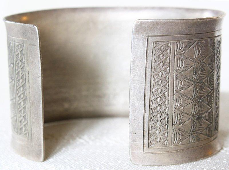 Antique Hmong silver bracelet from Luang Prabang, Laos ETJ154M3
