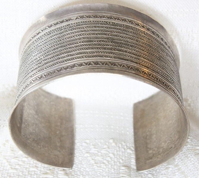 Antique Hmong silver bracelet from Luang Prabang, Laos ETJ154M5