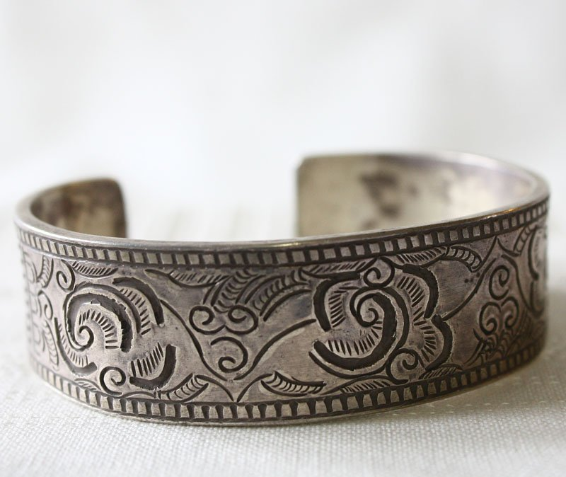 Antique Shan silver bracelet from Laos ETJ42M3