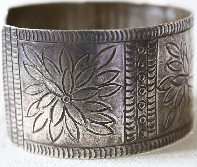 Antique Hmong silver bracelet from Laos ETJ50M