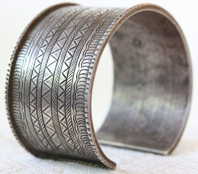 Antique Hmong hill tribe silver bracelet ETJ82