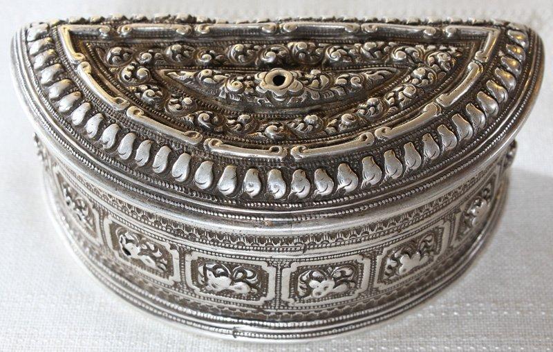 Rare antique Hmong silver box EUO107M