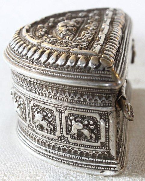 Rare antique Hmong silver box EUO107M2