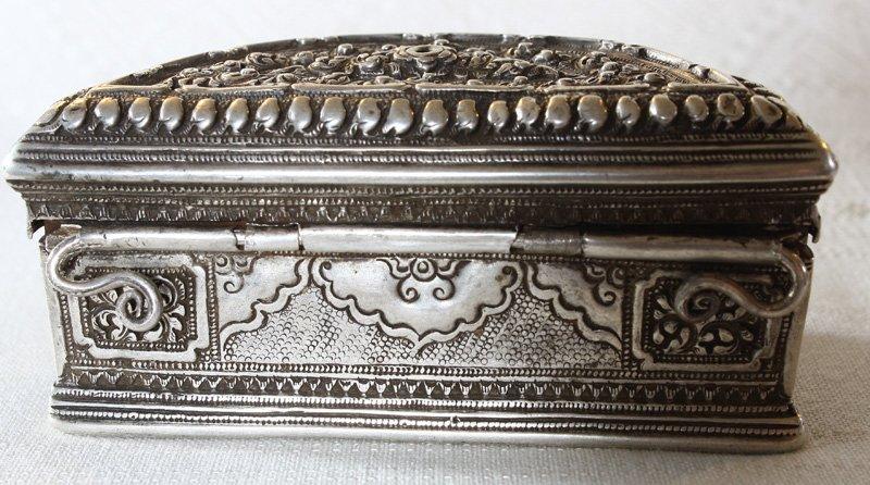 Rare antique Hmong silver box EUO107M3