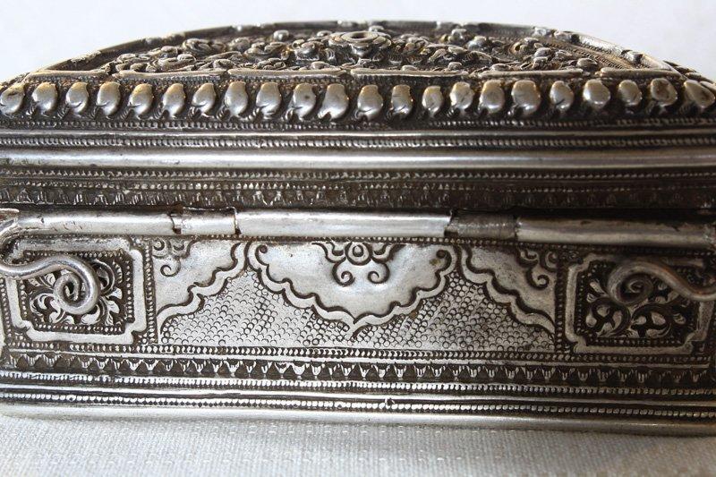 Rare antique Hmong silver box EUO107M4