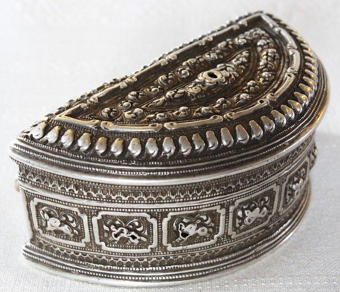 Rare antique Hmong silver box EUO107M7