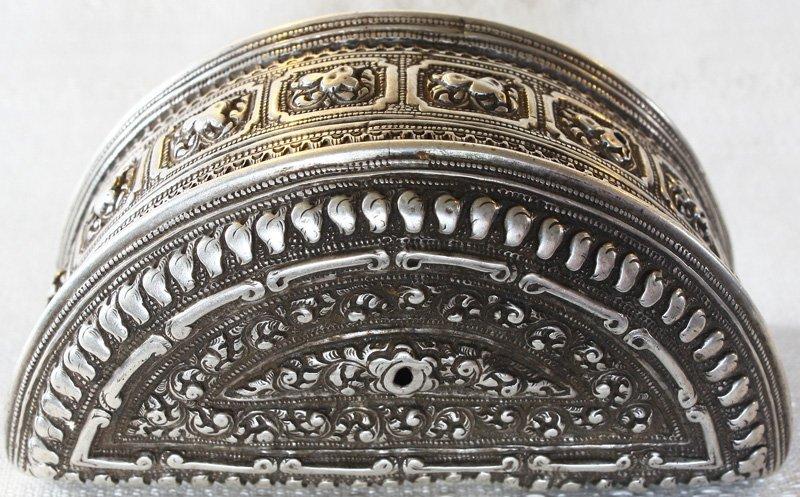 Rare antique Hmong silver box EUO107M8