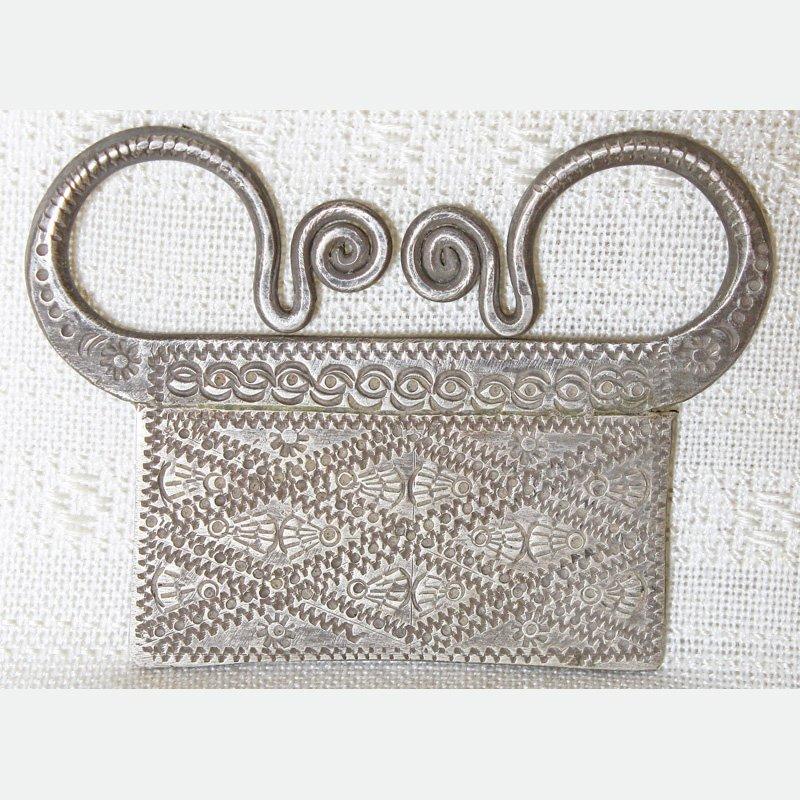 Antique Hmong silver pendant ETJ160