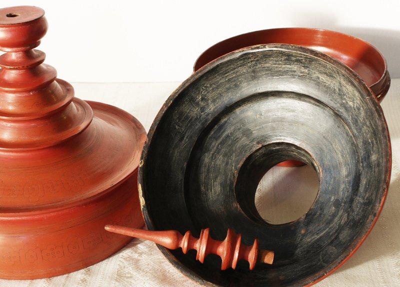 Large antique Burmese lacquerware hsun-ok BLW23M7