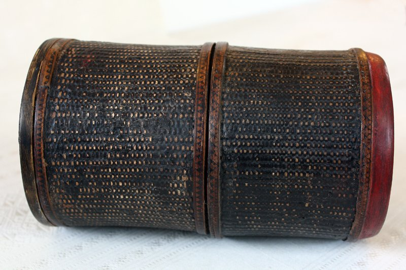 Antique Khmer lacquer scroll container EUO94M