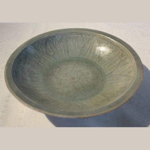 16th century antique Sukhothai ceramic bowl