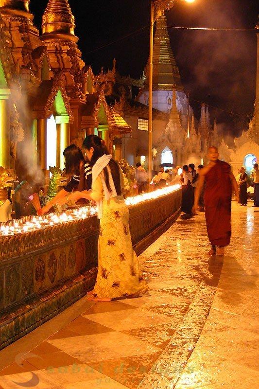 Shwedagon Paya Night